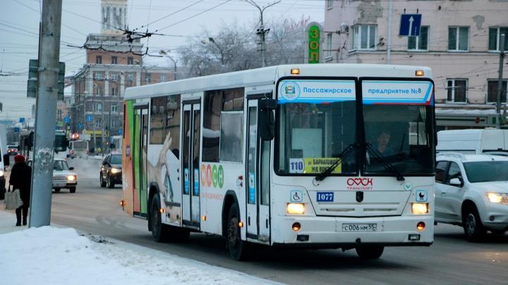 Средняя зарплата главного по омским автобусам выросла до 186 тысяч рублей