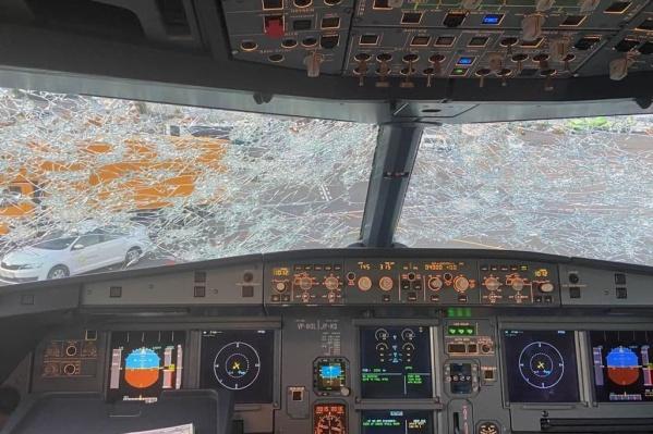Так лобовое стекло выглядело из кабины пилотов