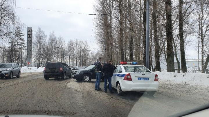 «Транспорт еле тащится»: утром 1 марта Ярославль встал в 10-балльные пробки