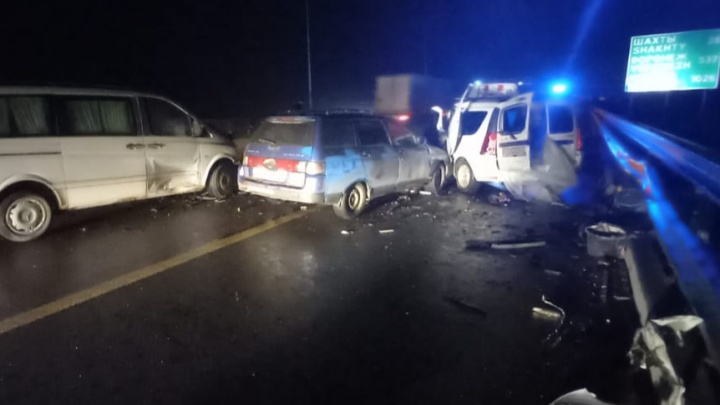 На трассе М-4 «Дон» столкнулись три автомобиля. На месте погибли три человека