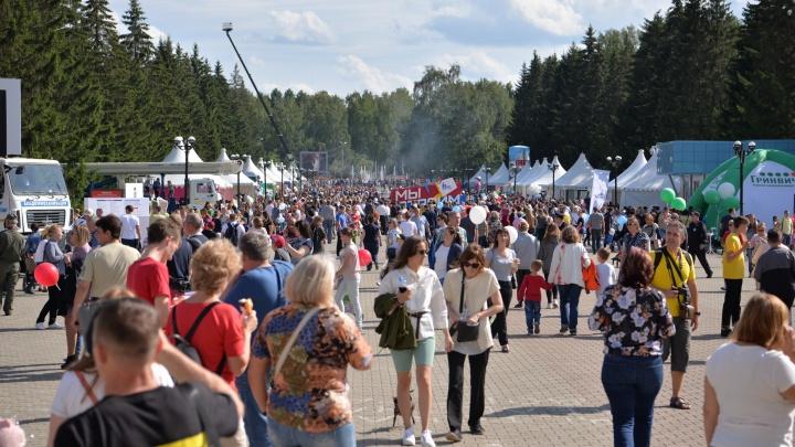 В Екатеринбурге отменили День строителя. Взамен праздника городу подарят новую площадку для отдыха