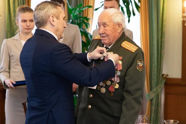 Фото из архива. Моор с Михаилом Никишиным — это великий человек, ветеран Великой Отечественной войны и участник Парада Победы 1945 года