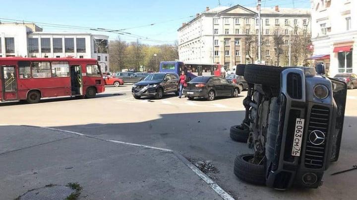 В Ярославле маршрутка протаранила «Мерседес» стоимостью больше 10 миллионов рублей