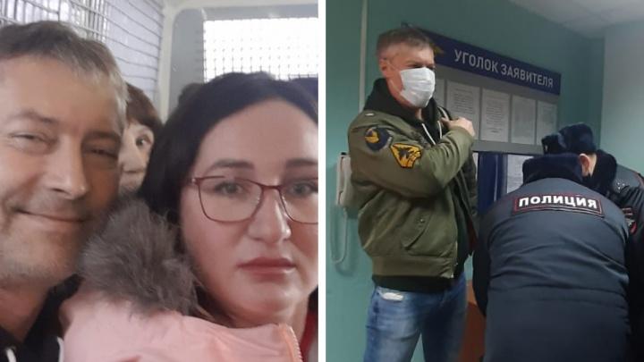 «Привезли в полицию, отобрали телефоны»: задержанных в Москве Ройзмана, Киселёва и других уральских политиков доставили в ОВД