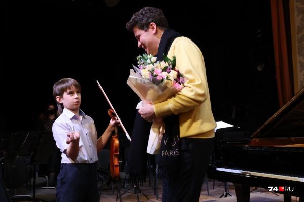 С Денисом Мацуевым, который уже раньше вступался за него, Арсений встретился в филармонии