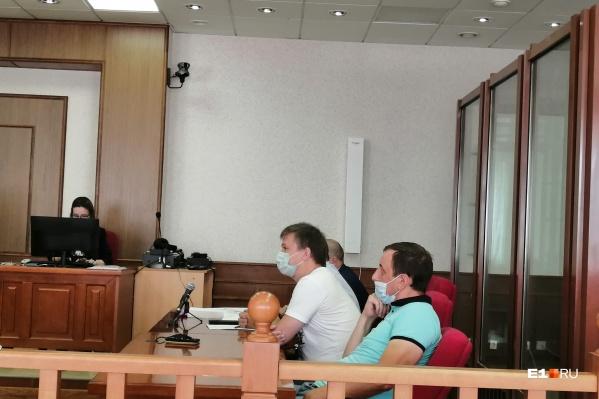 Илья Брыляков (в белой футболке) и Александр Харин (в голубой) чувствовали себя спокойно