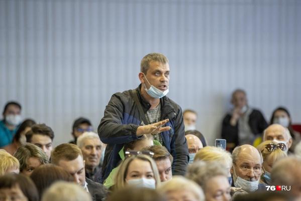 В Ярославле власти встретились с жильцами дома на Батова