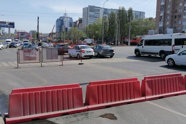 Дорогу перекрыли по направлению в город