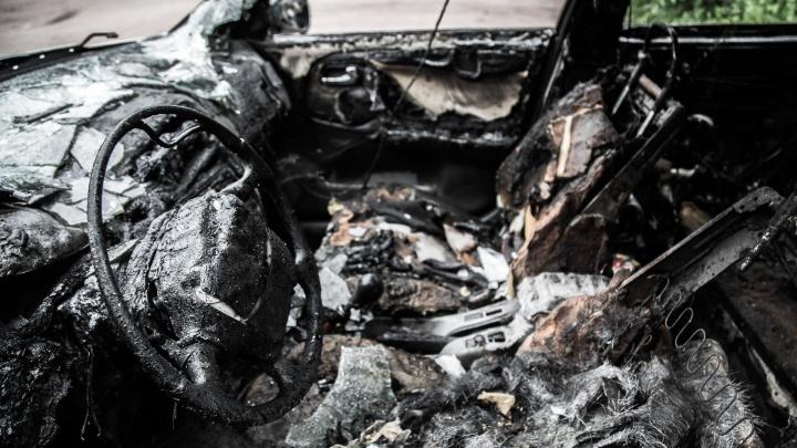В Волгоградской области мужчина едва не сгорел во вспыхнувшей машине