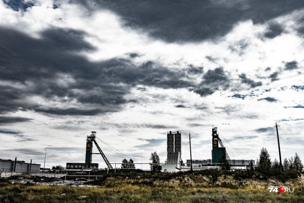 Это центр Пласта и его головное предприятие: шахта «Центральная» компании «Южуралзолото». Но не пугайтесь: в Пласте не всё так мрачно