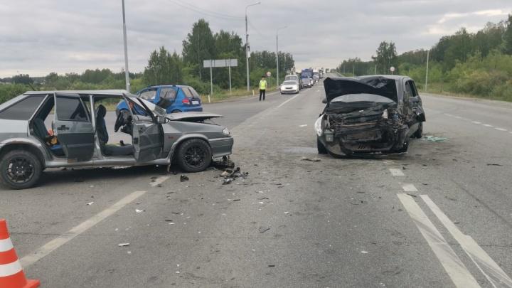Четыре человека пострадали в ДТП на свердловской трассе