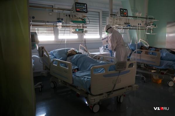 Число тяжело больных коронавирусной инфекцией стремительно растет