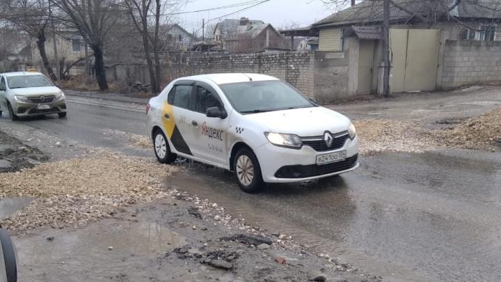 В Волгограде ликвидировали яму-ловушку в Жилгородке