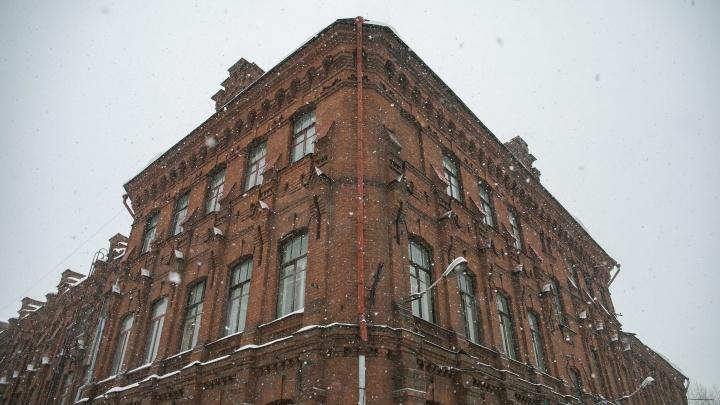 Девять рублей за ведро вина: раскрываем историю самого красивого здания комбайнового завода