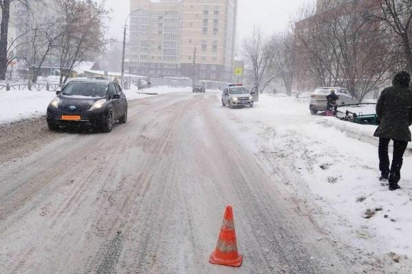 По предварительным данным, ребенок переходил дорогу в неустановленном месте