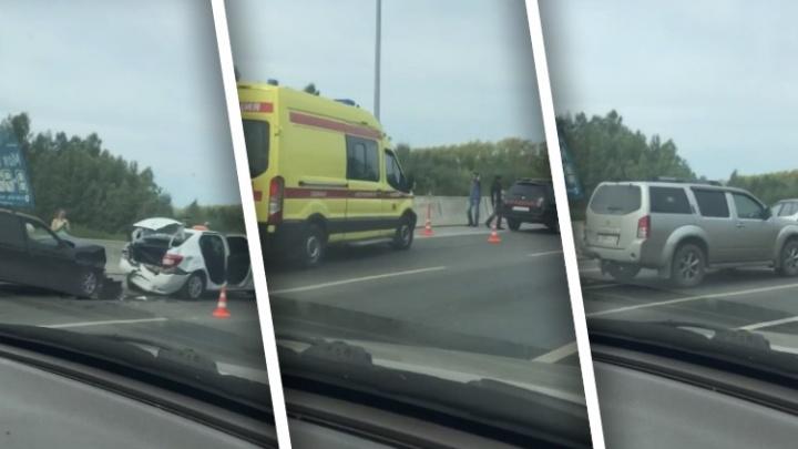 В массовом ДТП на тюменской объездной пострадали три человека