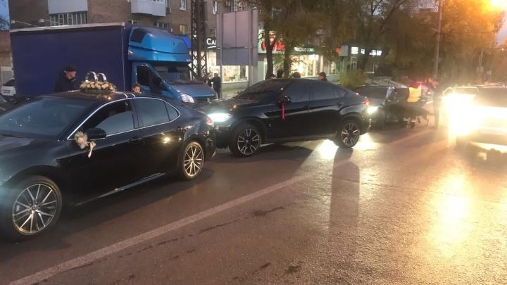 Полицейские Самарской области задержали свадебный кортеж, грубо нарушивший ПДД