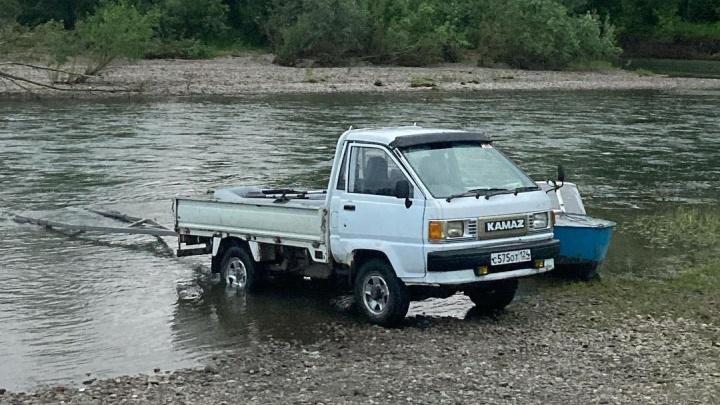 На юге края нашли мертвым одного из двух пропавших на реке