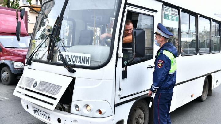 За отсутствие маски — штраф: в Ярославле ловят нарушителей масочного режима в транспорте