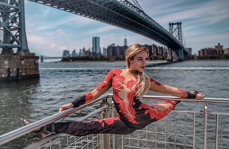 «Все любят русских»: уральская циркачка переехала в Майами, и ее снимают фотографы Анджелины Джоли