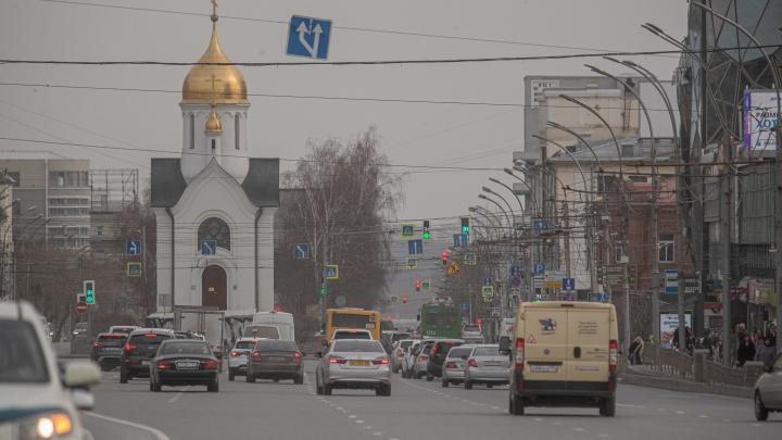 Как выглядят дороги Новосибирска, которые обрабатывают специальной жидкостью от пыли: 6фото (видите эффект?)
