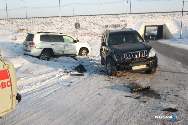 Съезд в Дрокино с трассы решили закрыть после ДТП с двумя внедорожниками. Дорога неофициальная, но действовала много лет