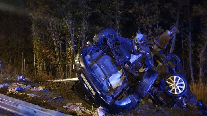 Машину переломило пополам: в Самаре в ДТП погибла девушка-водитель