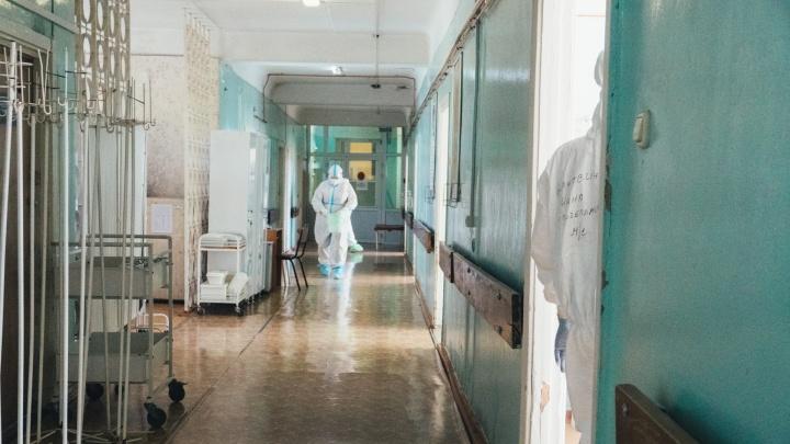 В омских больницах осталось 350 коек для больных коронавирусом