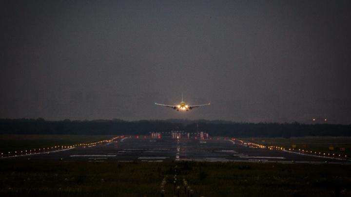 Самолет из Новосибирска не смог приземлиться в аэропорту Сочи из-за непогоды