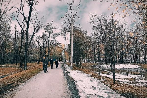 Парк УрГУПС — популярное место отдыха и важная транзитная зона для пешеходов