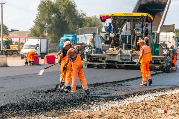Автомобилисты просили провести хотя бы ямочный ремонт на Ракитовском шоссе