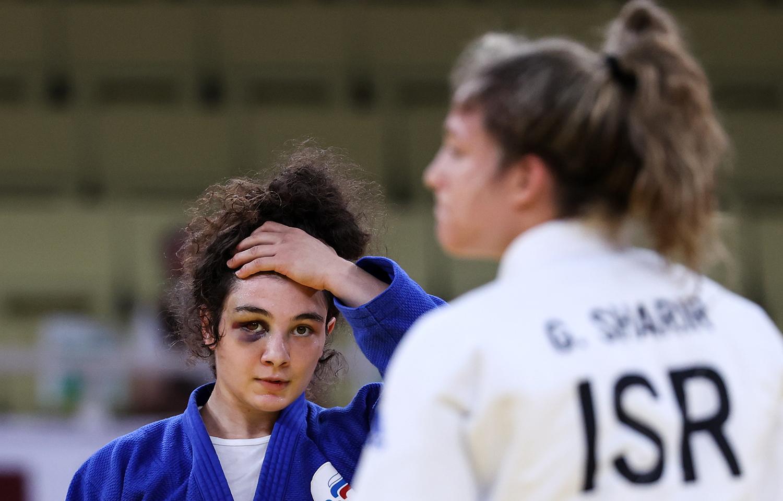 Мадина Таймазова (ОКР) и Гили Шарир (Израиль) (слева направо) во время поединка за 3-е место