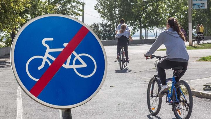 «Мешают людям и электросамокатам»: администрация Волгограда отказалась восстанавливать велодорожку за 4,5 миллиона