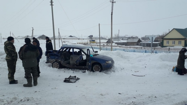 В Башкирии в машину со школьниками врезался грузовик. Пятеро детей в больнице