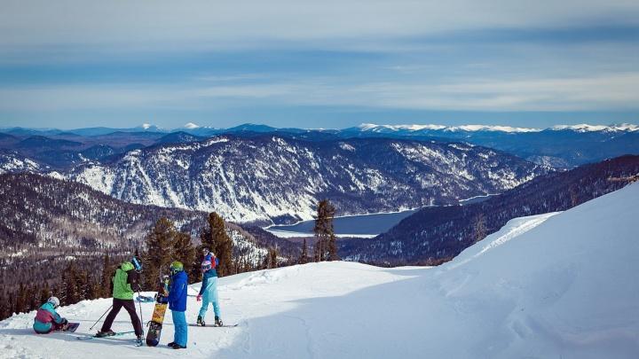 Вот так Кокуя: лыжный фоторепортаж с видом на Телецкое озеро — на этой горе 7 трасс и простор для фрирайда