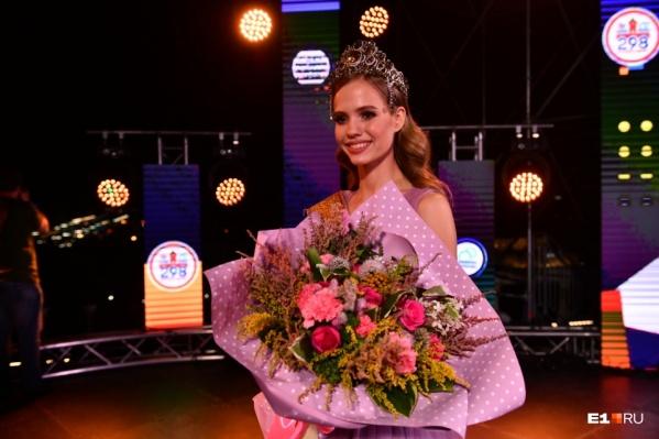 Корону и звание «Мисс Екатеринбург» в этом году получила 19-летняя Виолетта Сараева