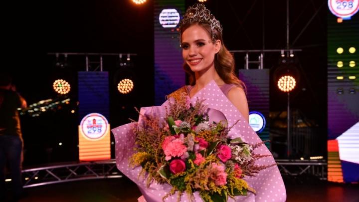 Что мы знаем о новой королеве красоты? Гуляем с мисс Екатеринбург в прямом эфире