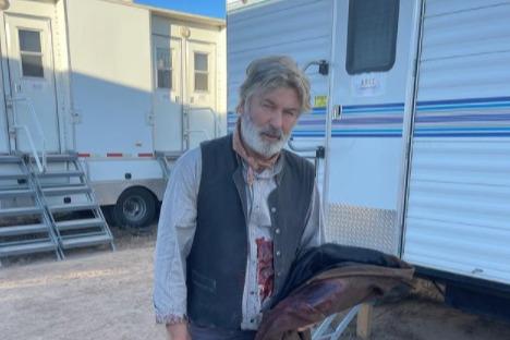 Голливудский актер Алек Болдуин случайно застрелил оператора во время съемок фильма