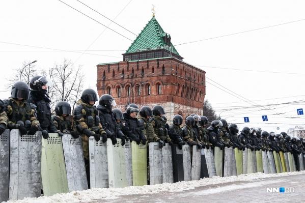 Такую картину можно было увидеть сегодня на площади Минина и Пожарского — ее даже частично закрыли для проезда транспорта