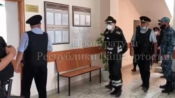 В Башкирии начался суд над серийным убийцей за преступление 20-летней давности
