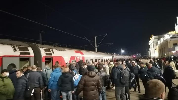 «На митинг едем»: рабочих ярославского завода отправили на спецпоезде в Московскую область
