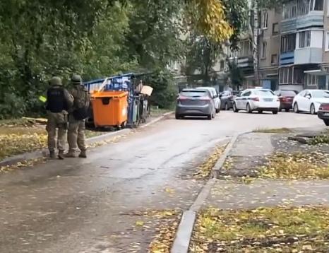 80-летний пермяк открыл стрельбу из окна дома рядом с детским садом