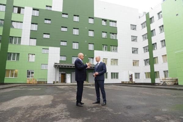 Строить больницу в Новокузнецке начали 17 апреля 2020 года