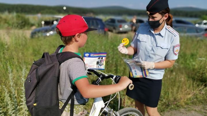 Свердловские автоинспекторы призвали взрослых учить детей безопасному поведению на дорогах