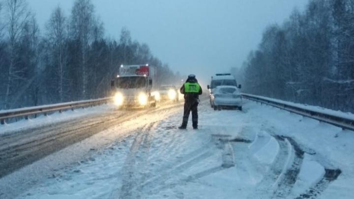 В Свердловской области из-за непогоды ввели новые ограничения движения по трассам