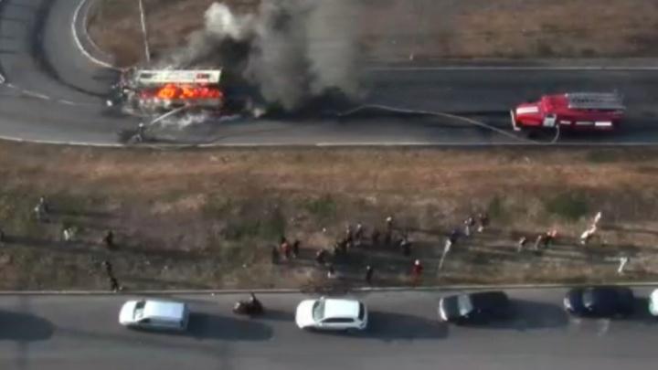 Водитель сгоревшего в Уфе автобуса с ожогами рук вышел на линию