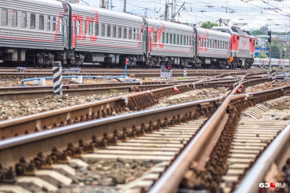 Железнодорожники работали на путях, когда их сбил поезд