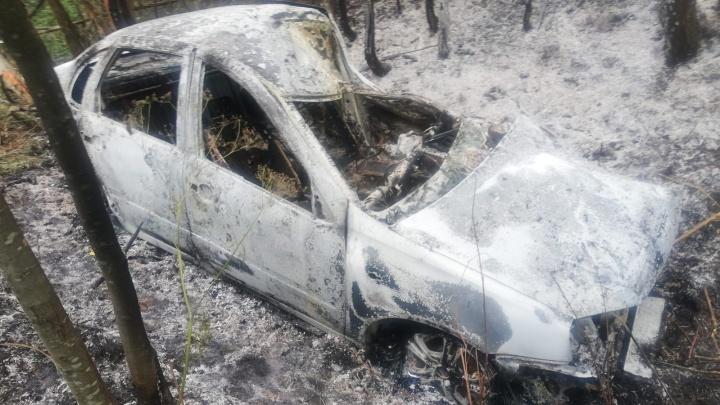 Поссорилась с мужем: в сгоревшей машине на трассе в Ярославской области нашли останки женщины