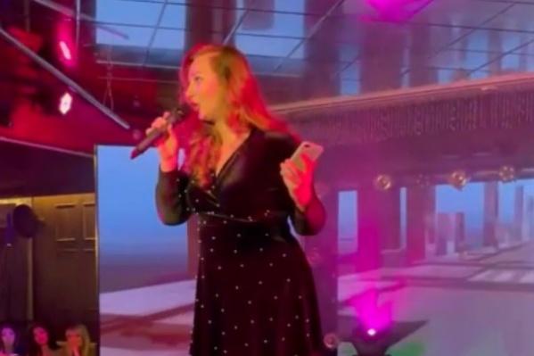 Сания Тимасова устроила целое шоу на сцене и высказала свое мнение