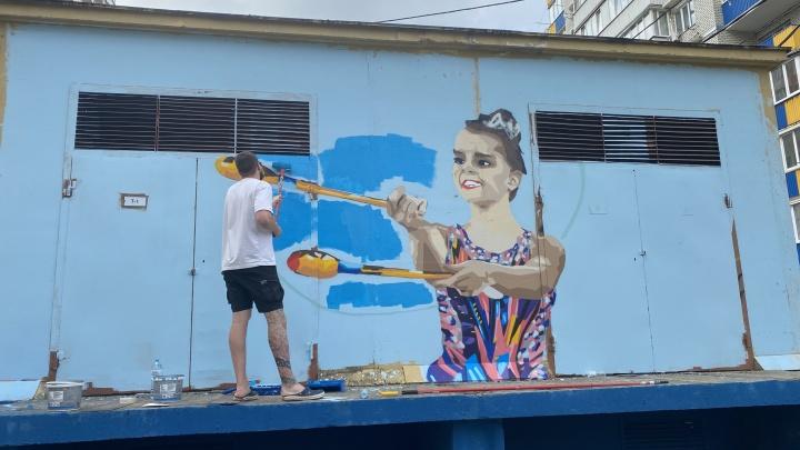 В Краснодаре художники нарисовали граффити с гимнасткой Диной Авериной